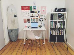 Büro mit Kalender